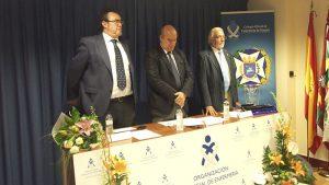 Luis Hijos, Presidente de la Comisión Científica, Juan Carlos Galindo, Presidente del Colegio, y Pedro Pérez, Presidente de la Comisión Deontológica, en el Día de la Enfermería