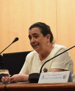 La moderadora, Carmen Larroche, durante una de sus inetervenciones.