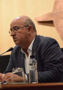 Juan Carlos Galindo debatiendo durante la mesa redonda.
