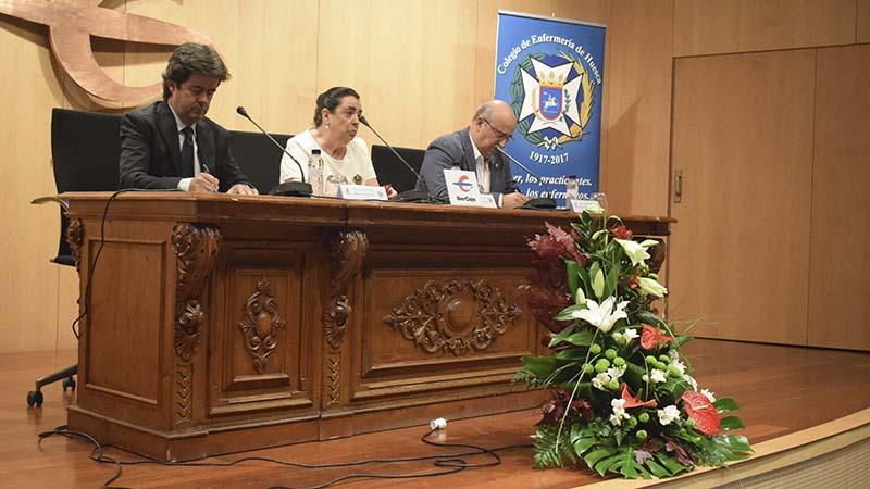 Luis Felipe, Carmen Larroche y Juan Carlos Galindo durante la mesa redonda.